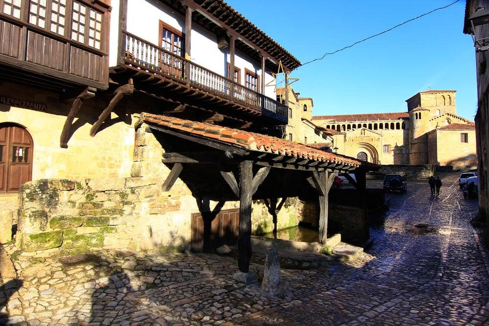 Pueblo de Santillana del Mar en Cantabria