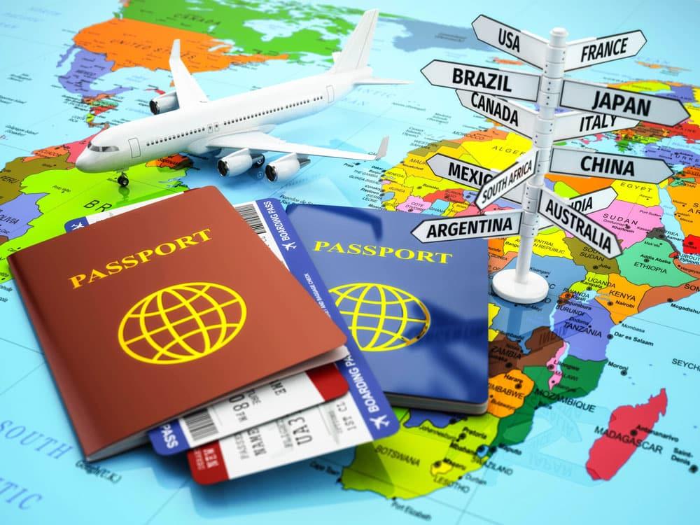 Dibujo con pasaportes, avión y destinos para viajar