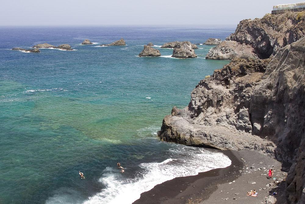 Playa volcánica en isla de La Palma, Canarias