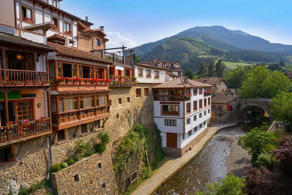 Pueblo de Potes en Cantabria
