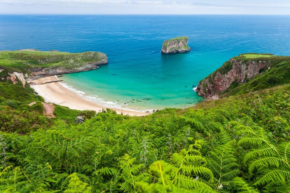 Playa Gulpiyuri- Ballota en Asturias