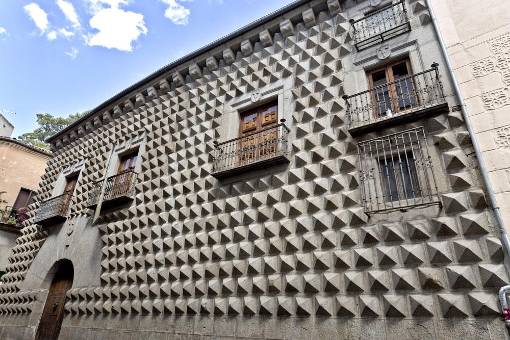 Detalle fachada de Casa de los Picos, Segovia