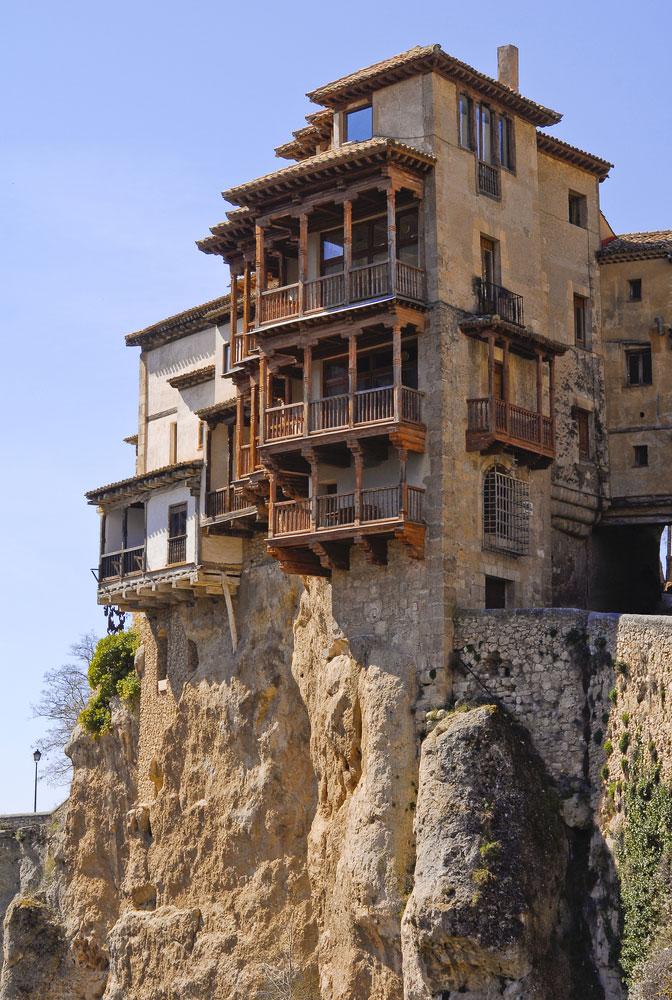 Casas colgadas en la ciudad de Cuenca