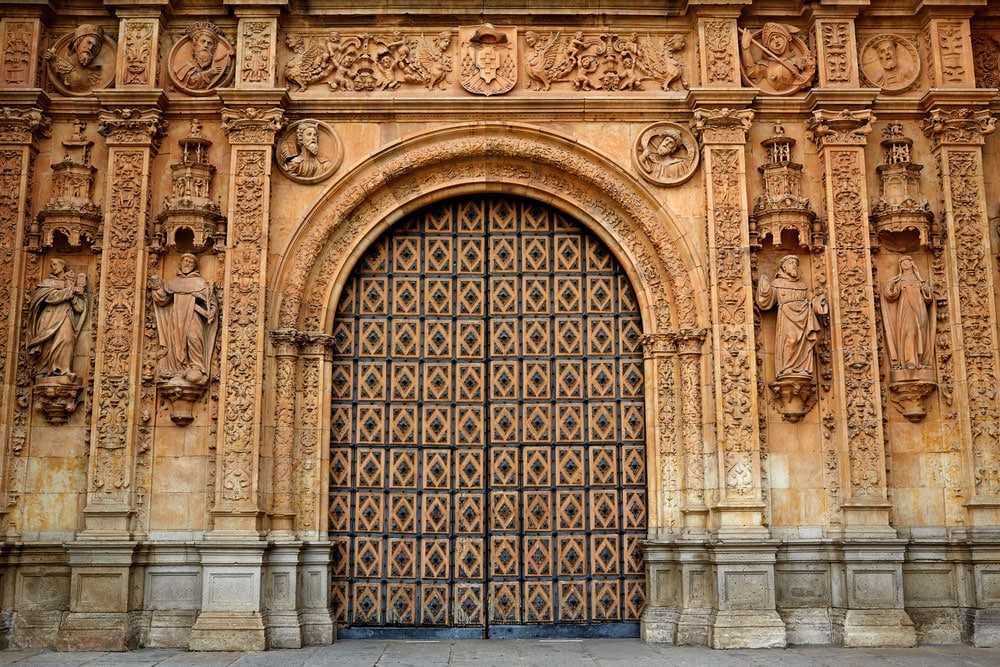 Detalle de la puerta del Convento de San Esteban en Salamanca