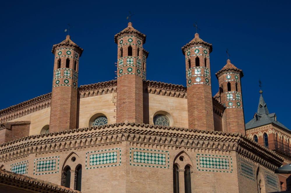 Detalle mudéjar iglesia de San Pedro y torre en Teruel