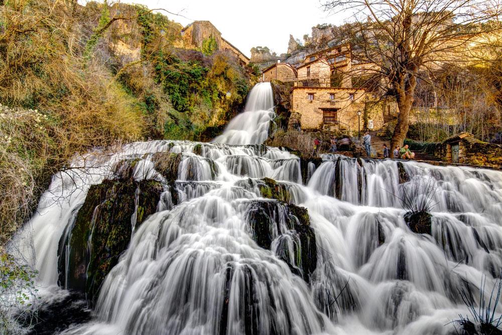 Cascada en Orbaneja del Castillo en Burgos