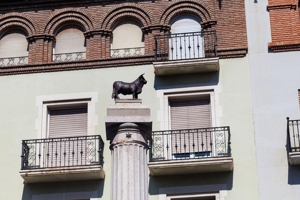 Detalle del toro en la Plaza del Torico en Teruel capitl