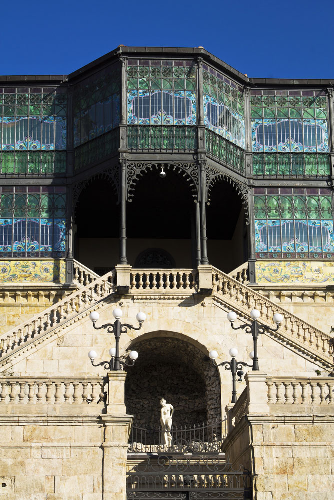 Detalle galería de vidrieras de cas Lis en Salamanca