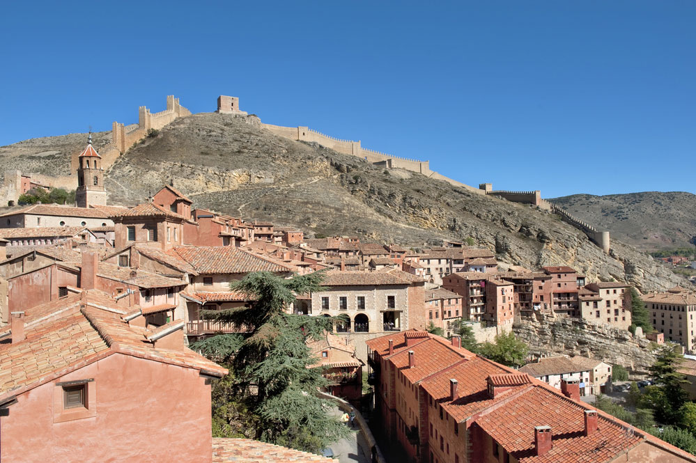 Vista general, con murallas y casas de Albarracín en Teruel
