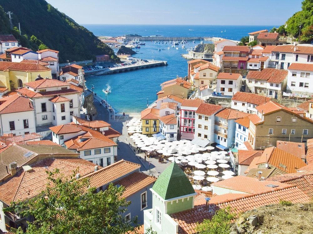 Vista general del pueblo de Cudillero en Asturias