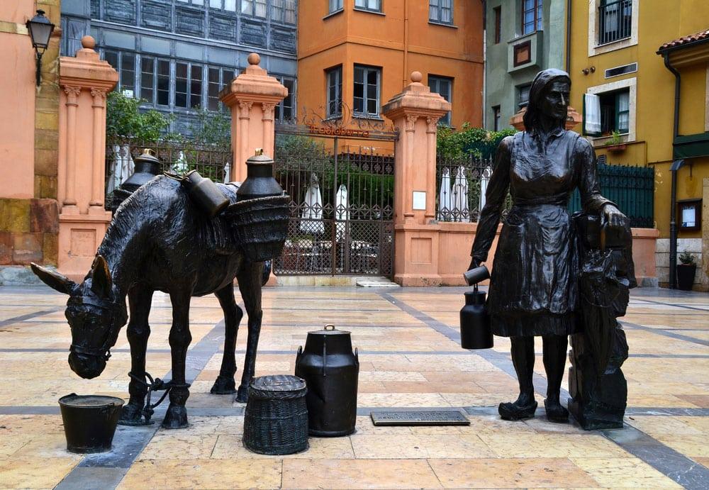 Estatua de La Lechera en Oviedo