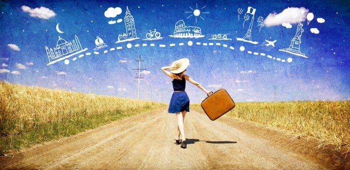 Mujer con maleta, viajar sola por el mundo