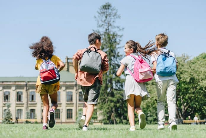 Niños en viaje de fín de curso